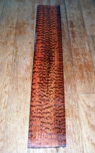 Змеиное дерево (лат. Brosimum guianense) (англ. Letterwood, Snakewood)
